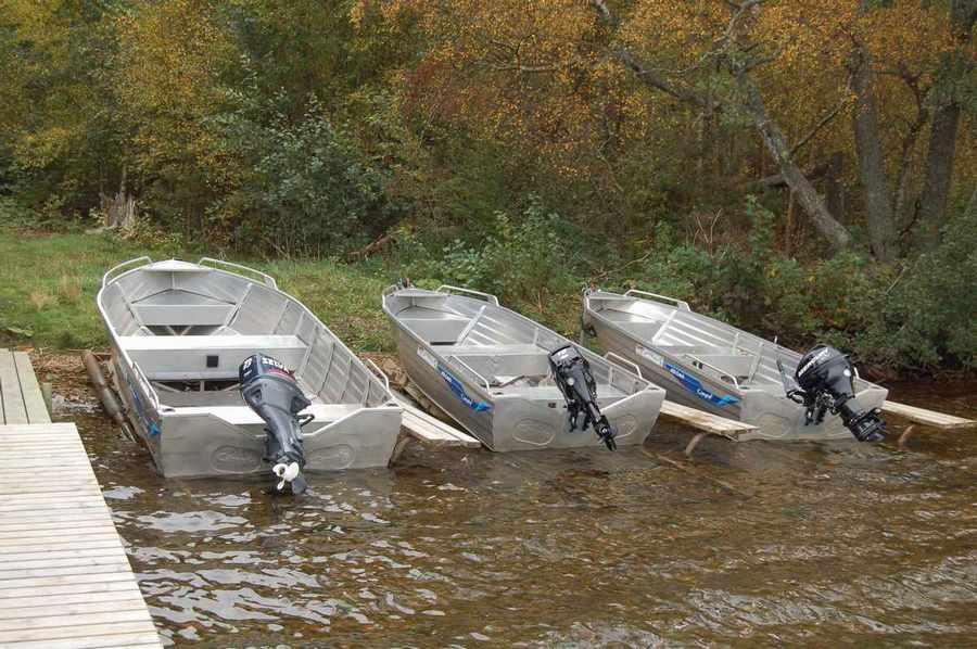 Motorbåt med 2 personer